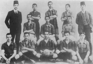 1911-12 sezonu şampiyonu Fenerbahçe kadrosu. Fenerbahçe tarihinin ilk şampiyon kadrosu.